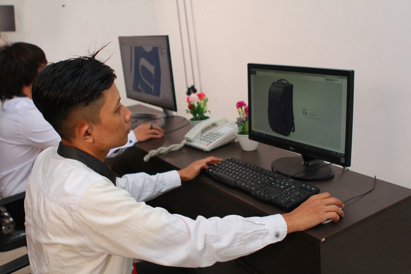 Proses Desain Tas di Pabrik Produsen Tas